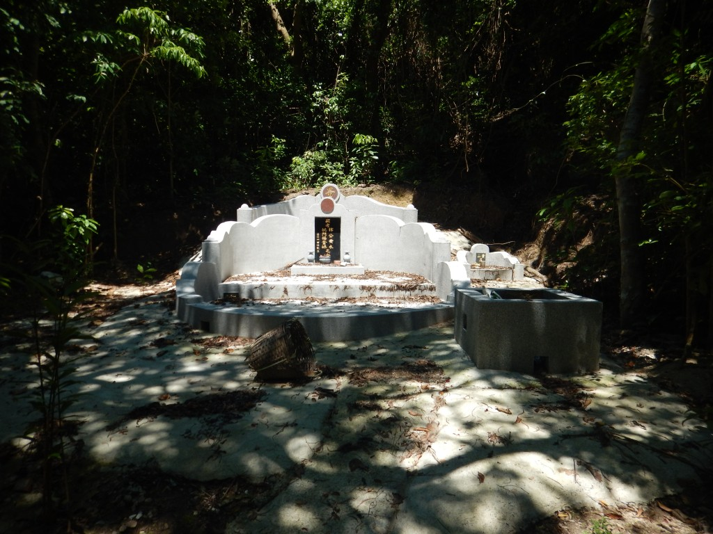 Lamma Island temples