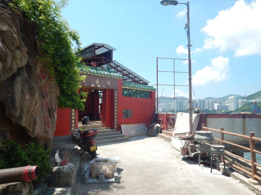 Lei Yu Mun temple