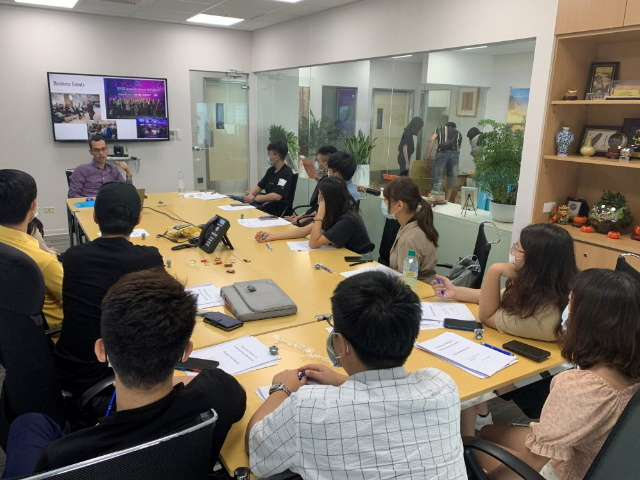 Networking with QUT students and Australian communities overseas